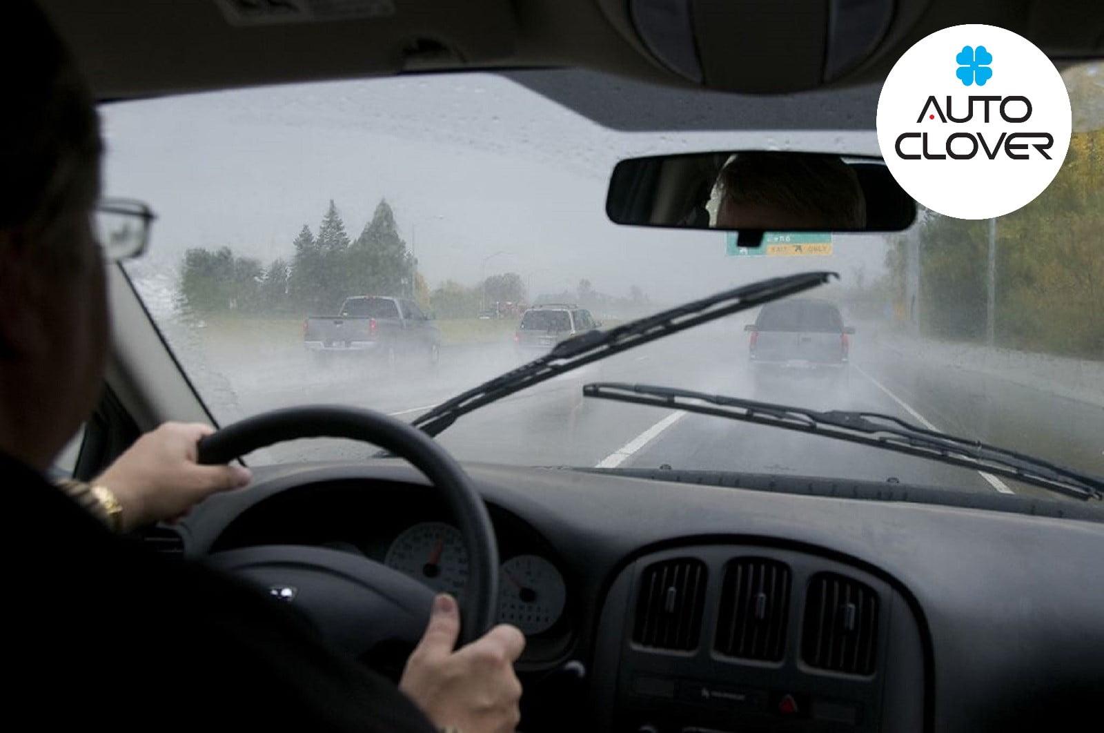 Lái xe khi thời tiết xấu