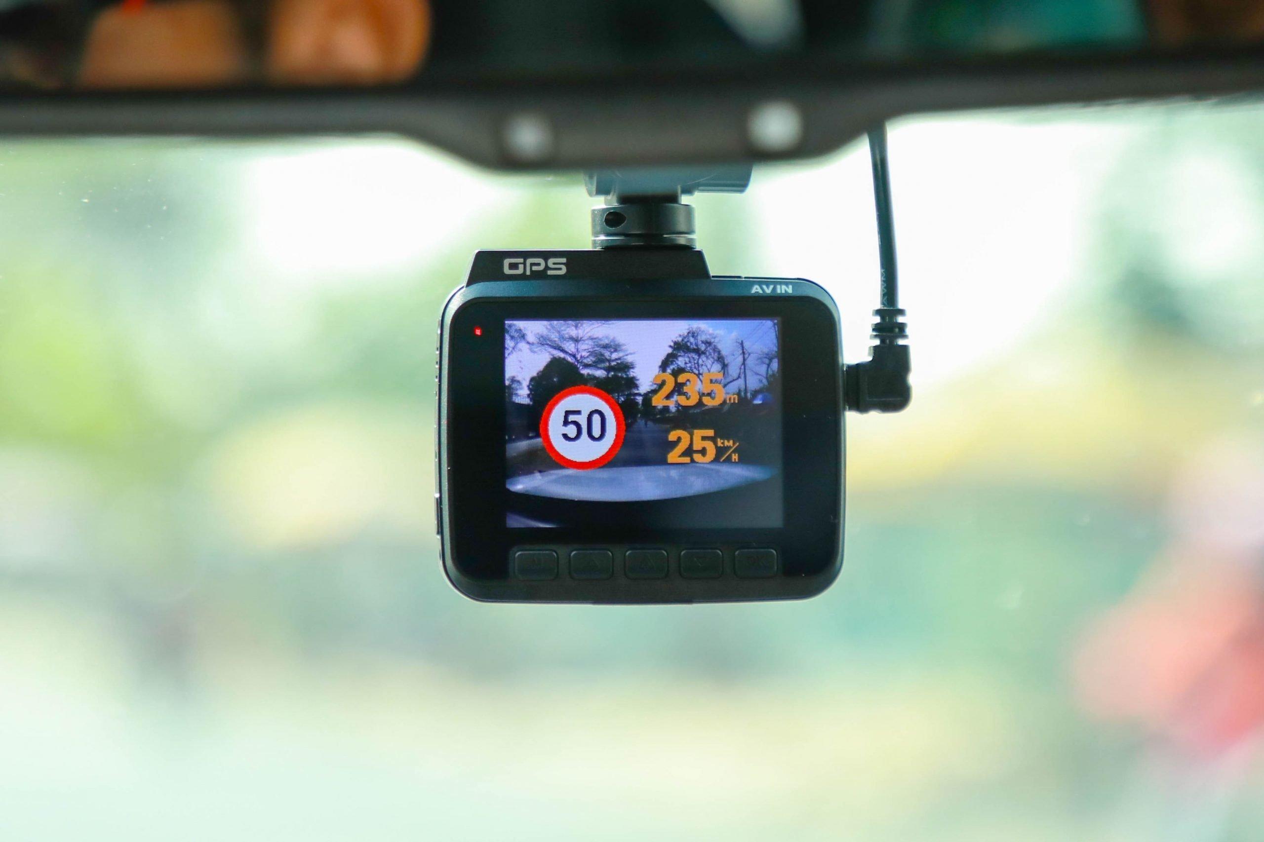 Camera giúp bạn ghi lại hành trình lái xe