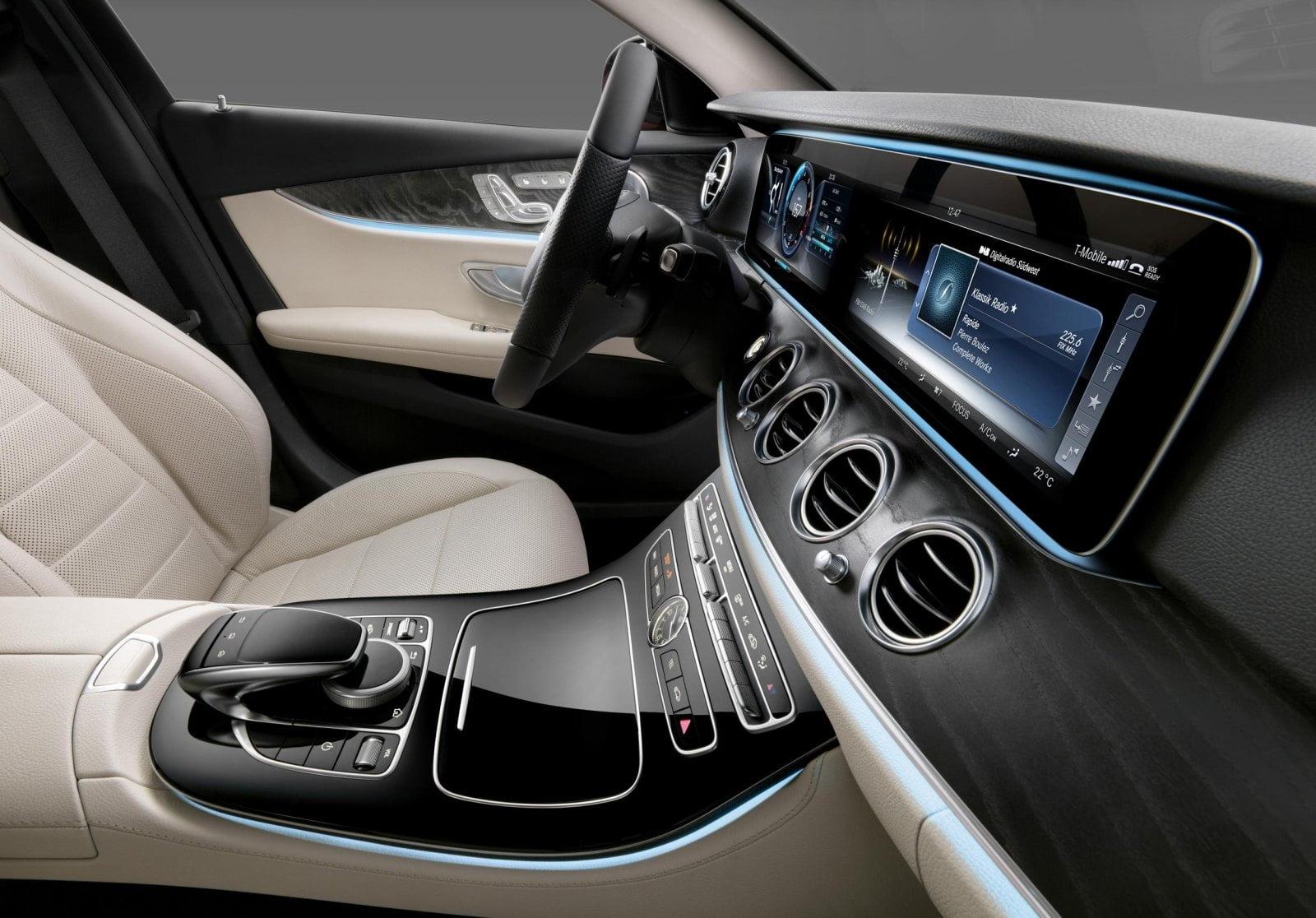 Tại sao bạn nên lắp phụ kiện Mercedes?