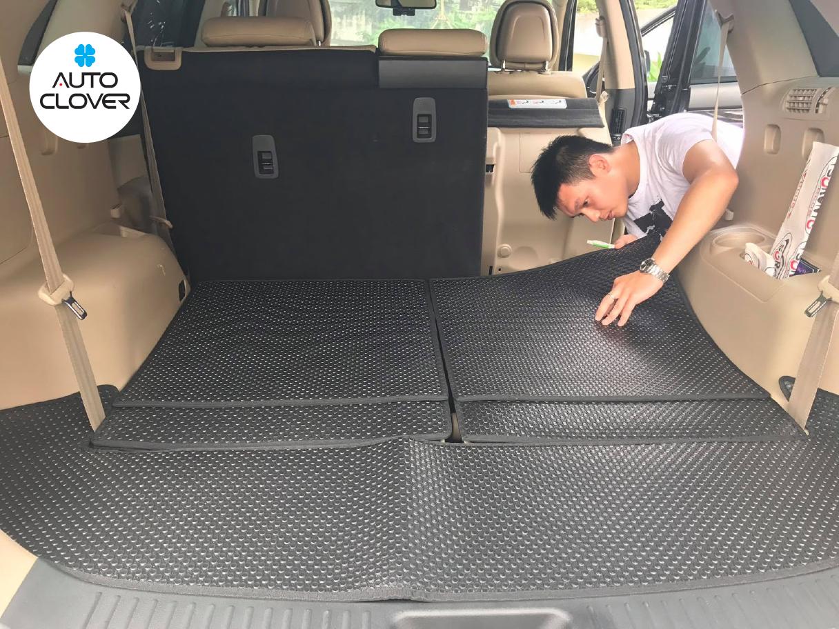 Thảm lót sàn ô tô giúp cho sàn xe luôn sạch sẽ