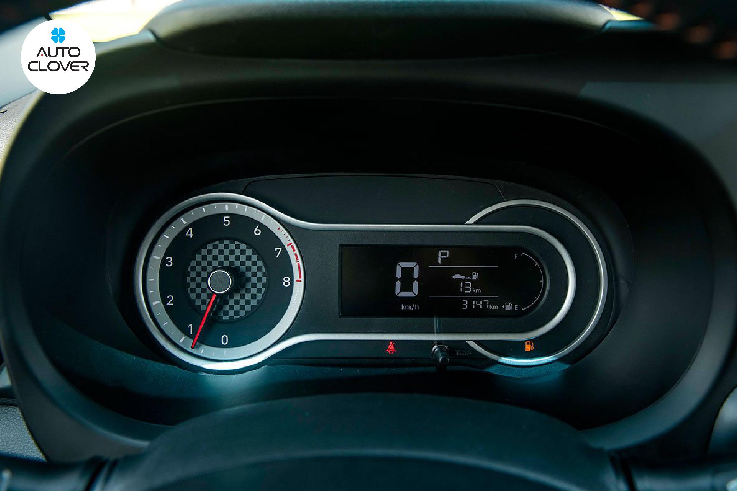 Bộ đồng hồ analog và màn hình 5.3 inch trên xe ô tô i10